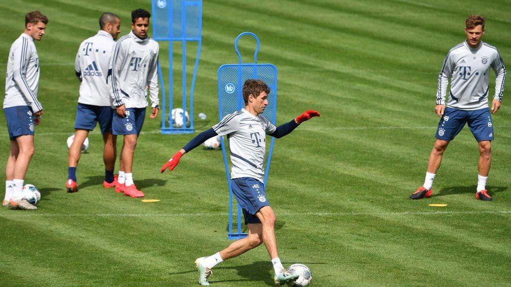 Los jugadores del Bayern, entrenando para la reanudación de la Liga.