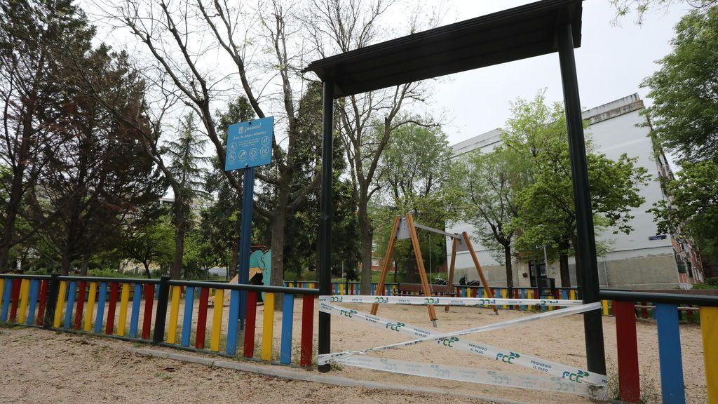 EuropaPress_2858881_parques_infantiles_capital_precintados_cintas_policia_crisis_covid-19