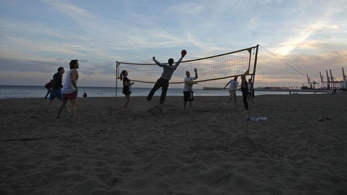 Andalucía planea abrir las playas, hoteles y restaurantes este verano
