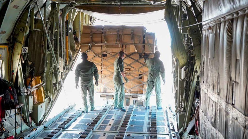 La OTAN envía a España otra tonelada de mascarillas, termómetros y trajes EPI