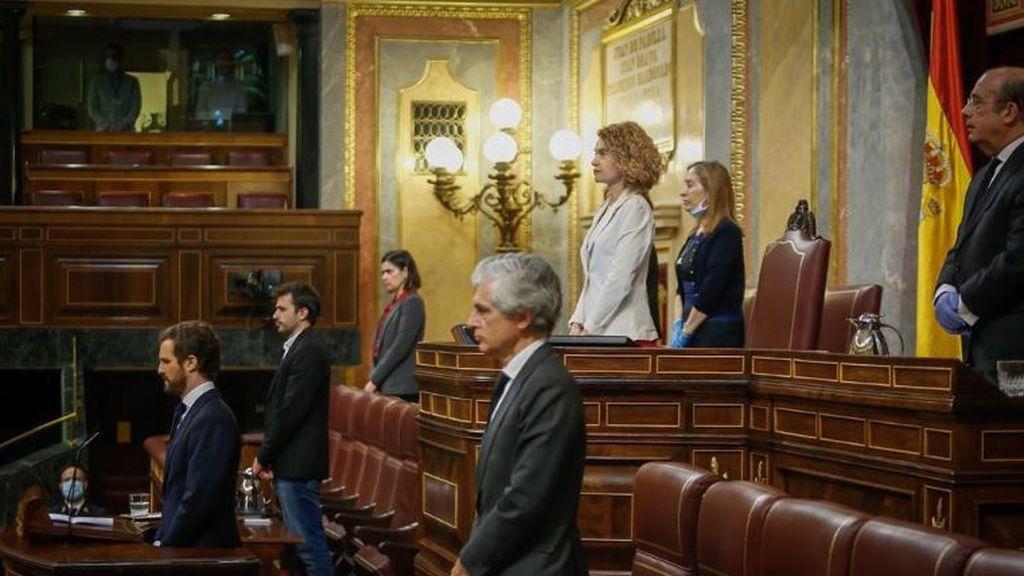 El Congreso guarda un minuto de silencio