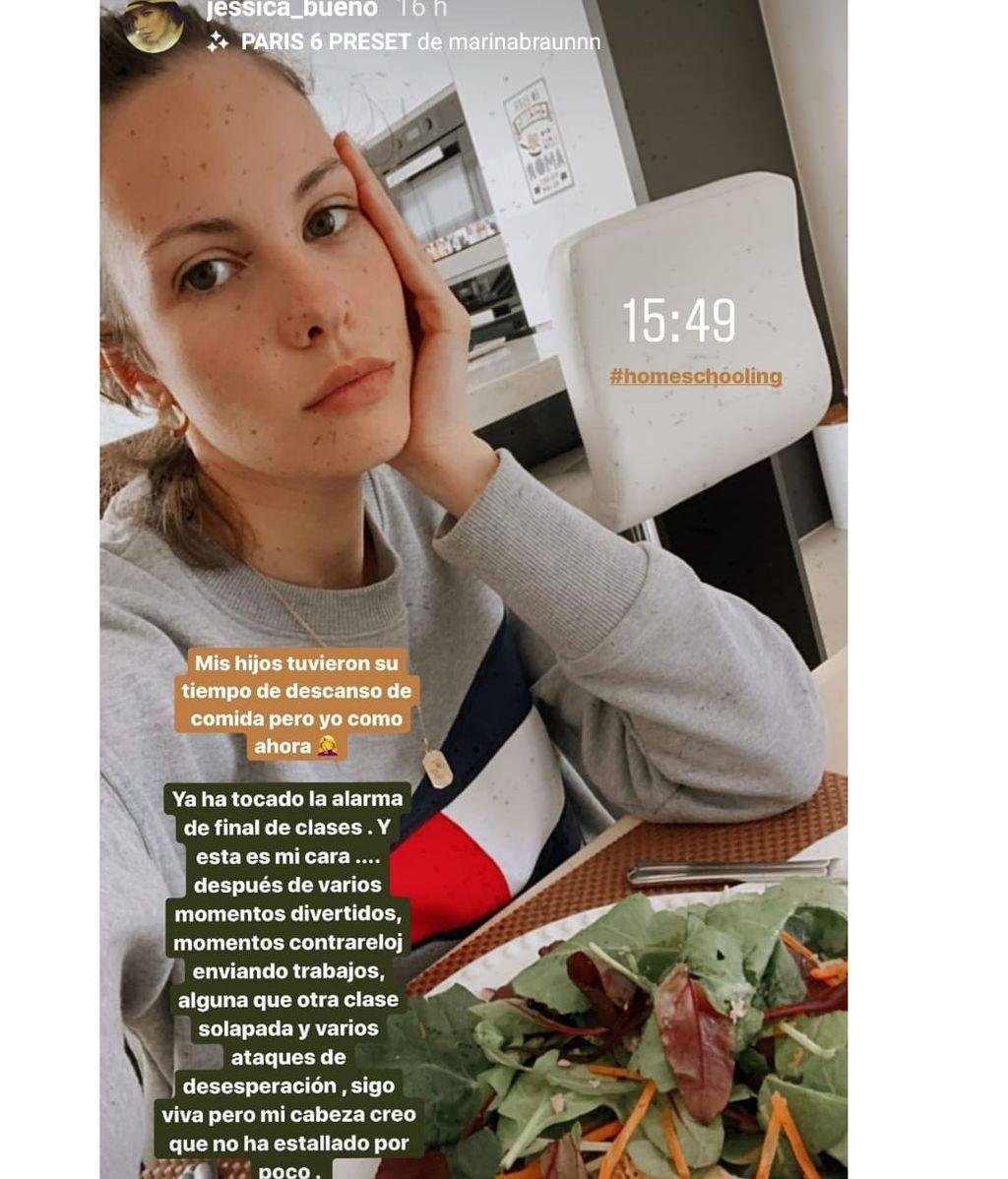 La modelo muestra la hora a la que toma su almuerzo un día cualquiera