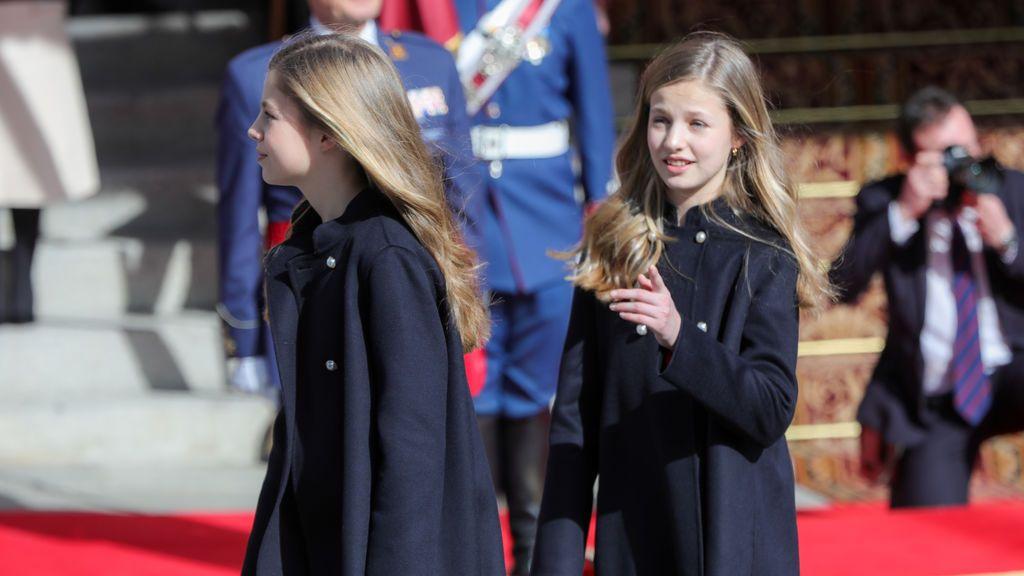 La princesa Leonor y su hermana, Sofía, reaparecen para sumarse al aplauso de las 20.00
