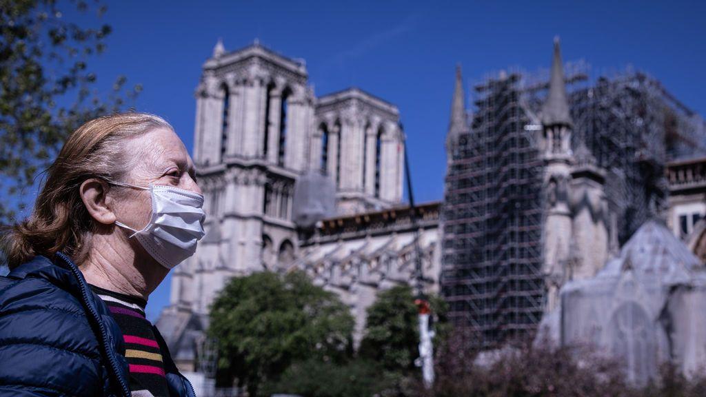 Francia se estanca en el medio millar de muertos diarios por coronavirus y continúa reduciendo sus casos graves
