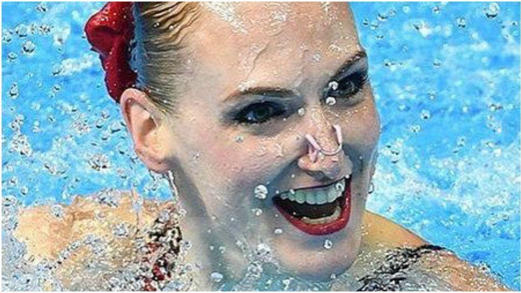 """El entrenamiento viral de la nadadora Svetlana Romáshina dentro de una bañera: """"Nueva rutina"""""""