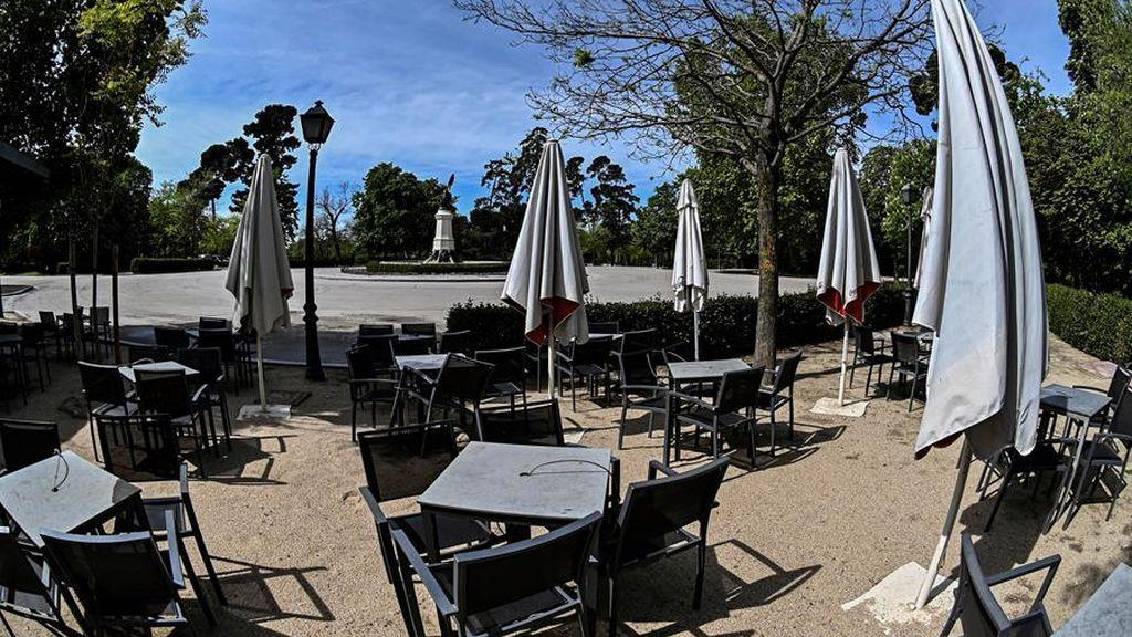 Terraza cerrada por el coronavirus en el parque de El Retiro en Madrid