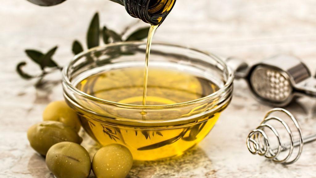 El aceite de oliven virgen extra es un alimento fundamental de la alimentación paleo