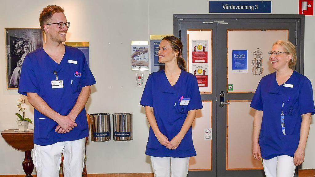 Sofía de Suecia, en el hospital donde trabaja como voluntaria frente al coronavirus.