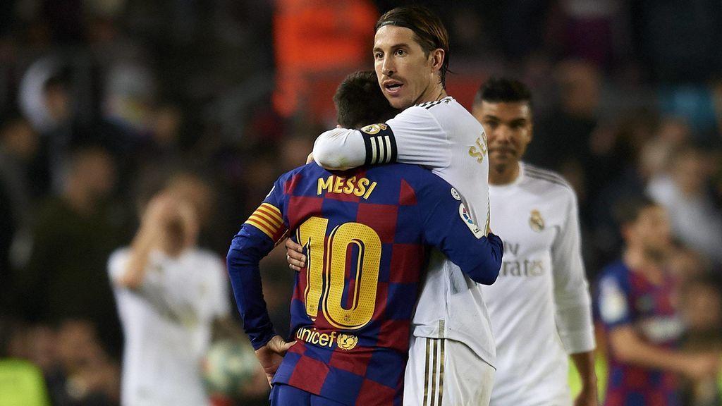Sergio Ramos y Messi se saludan en el último Clásico.