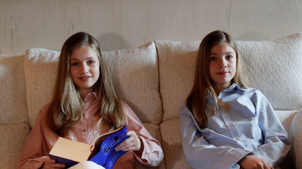 La princesa Leonor y su hermana la infanta Sofía leen 'El Quijote'
