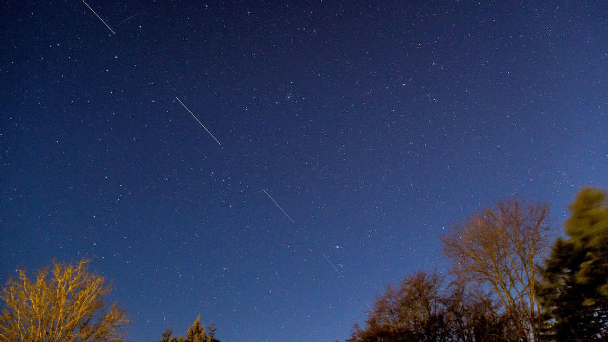 La hilera de luces que se ve por la noche no son estrellas ni es un OVNI
