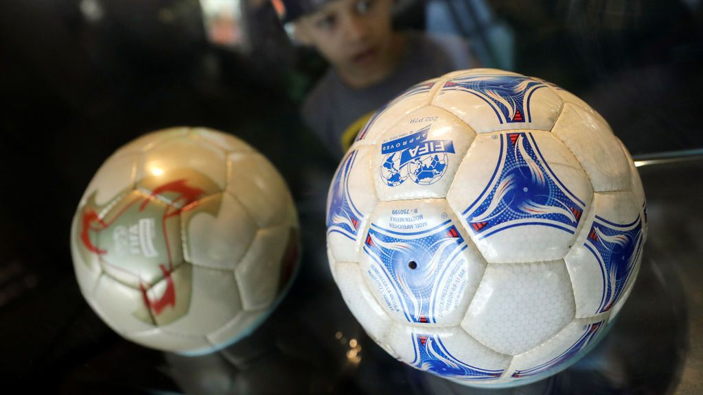 La pelota es uno de los mayores focos de contagio del coronavirus: el Gobierno permite su uso en los paseos de los niños
