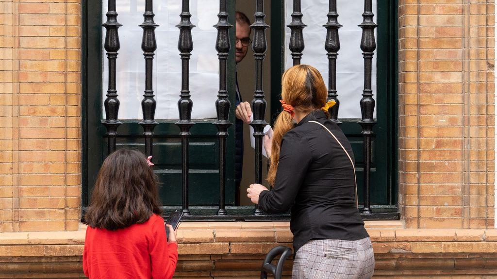 Contradicciones sobre la salida de niños a sus urbanizaciones: Iglesias dice hoy que sí, Illa recordó ayer que no