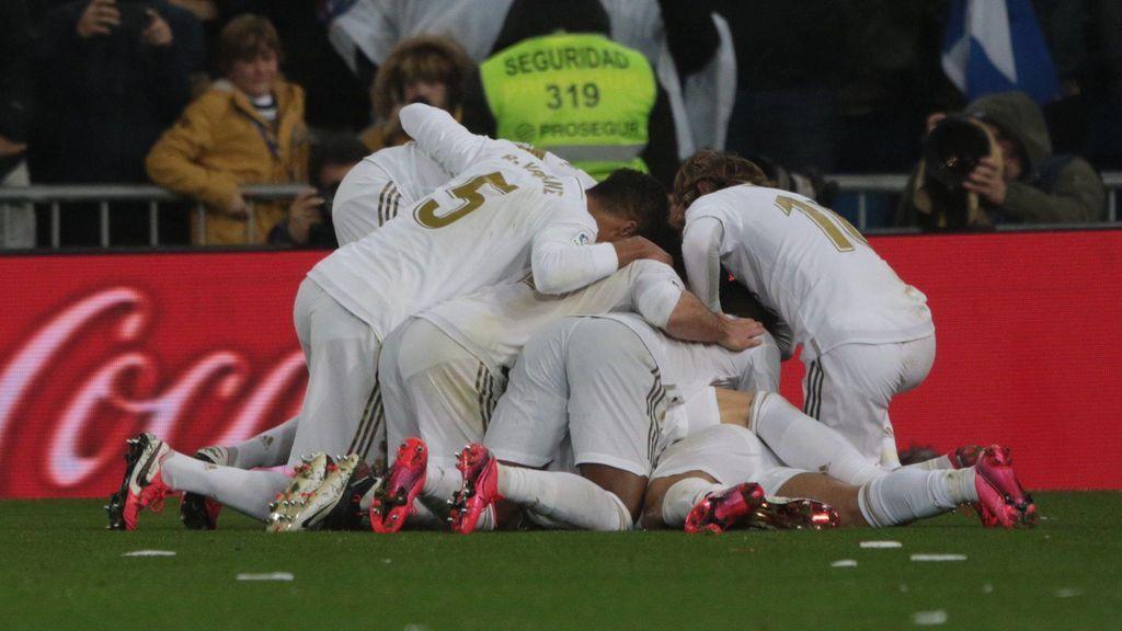 Los jugadores del Madrid celebran un gol durante el último Clásico.
