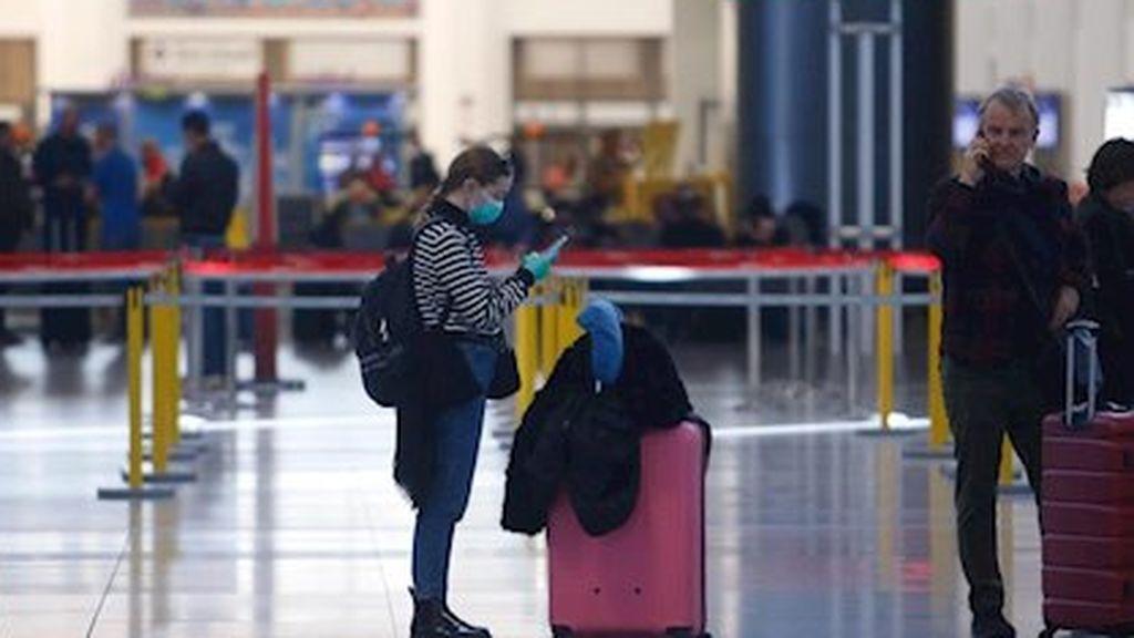 """Las compañías aéreas españolas exigen al Gobierno un """"pasaporte sanitario"""" para los pasajeros en los vuelos"""