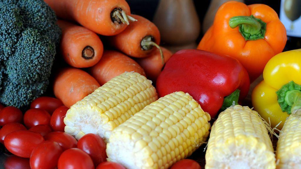 variedad de frutas y verduras de diferentes colores
