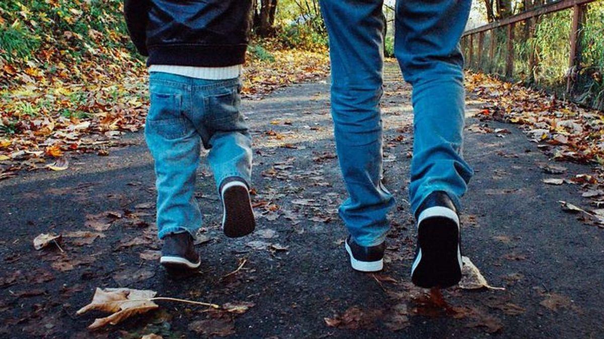 Volver de paseo con los niños: qué conviene hacer con los zapatos al llegar a casa