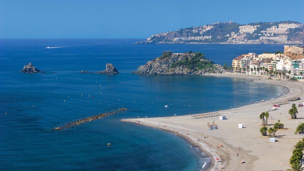 """Andalucía presume de playas """"amplias y sin aglomeraciones"""", ante el verano del coronavirus"""