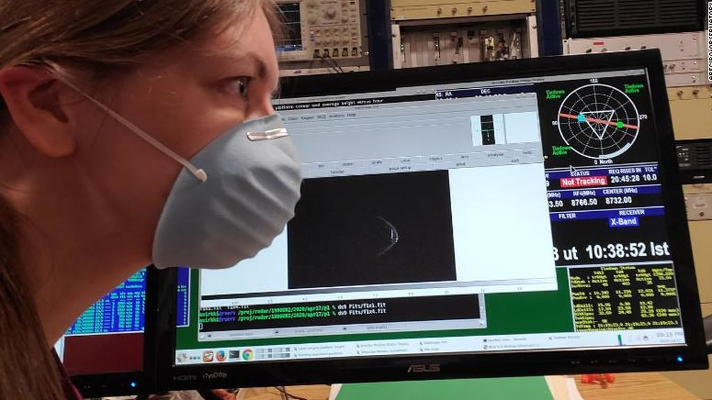 Un asteroide gigante que visitará la Tierra parece que lleva su propia máscara facial