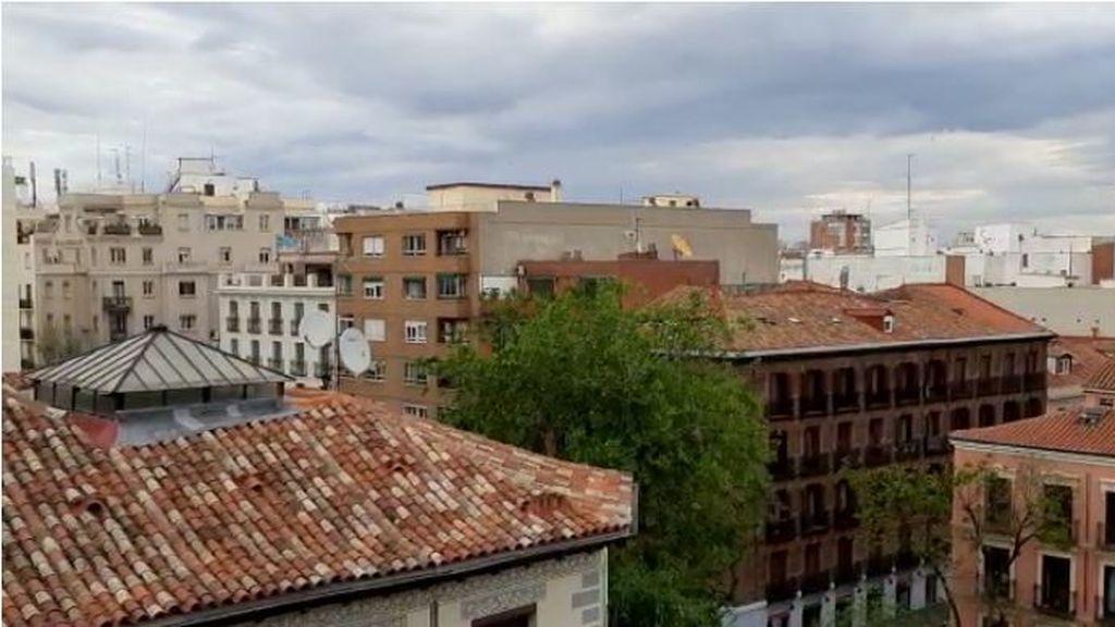 Sonora cacerolada desde los balcones contra la gestión del Gobierno en la pandemia