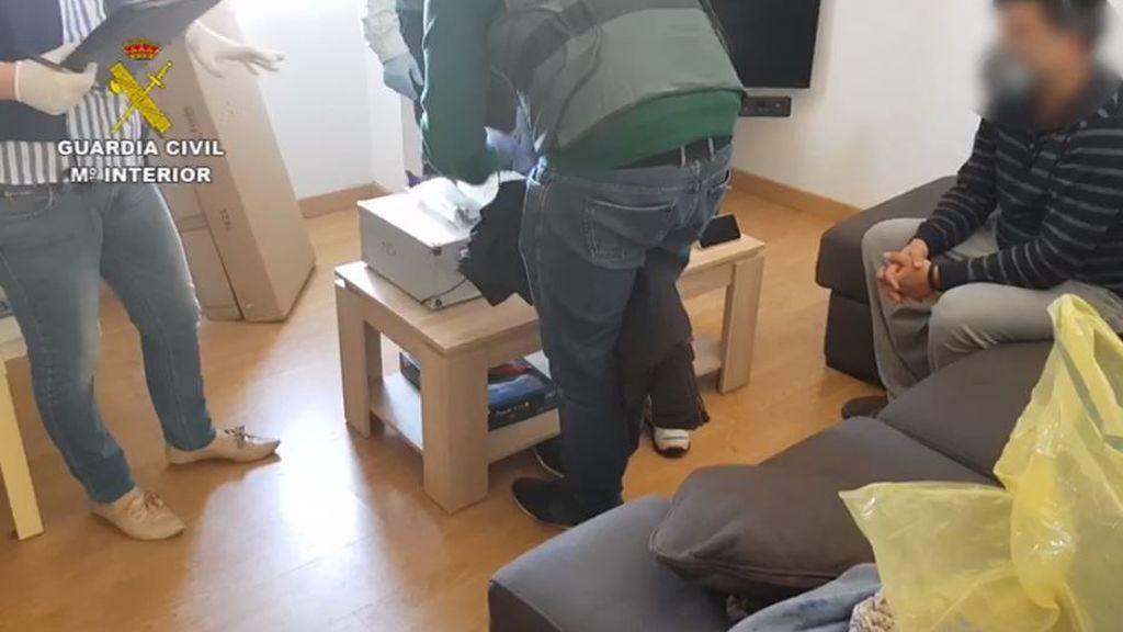 La Guardia Civil detiene en Vigo a un joven de 26 años por estafar en la venta online de material sanitario