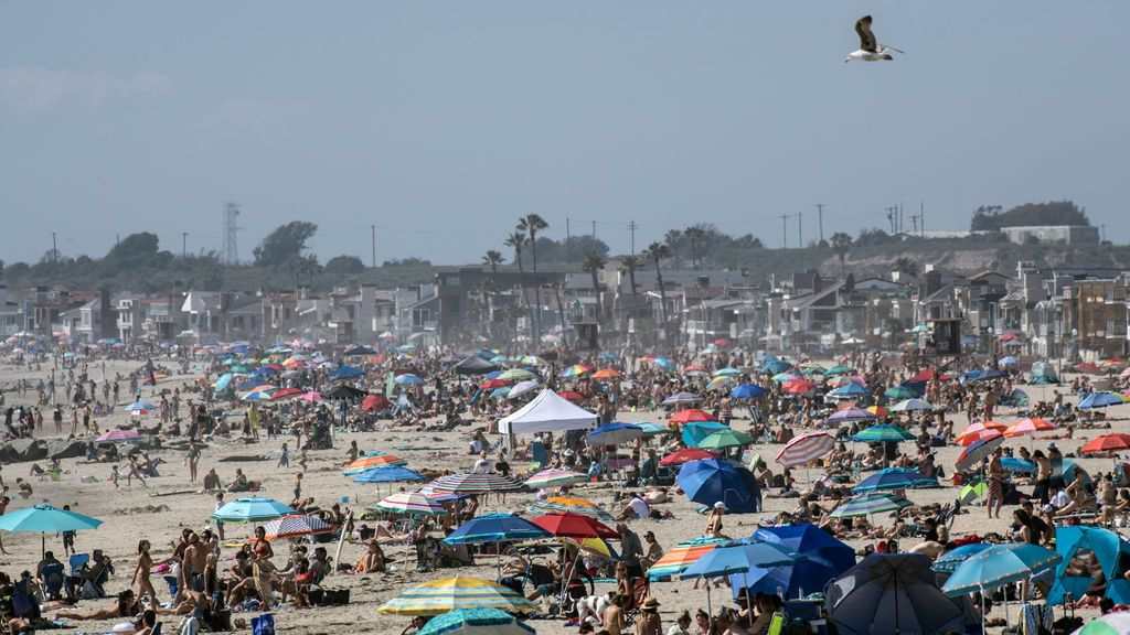 Las playas de California abarrotadas