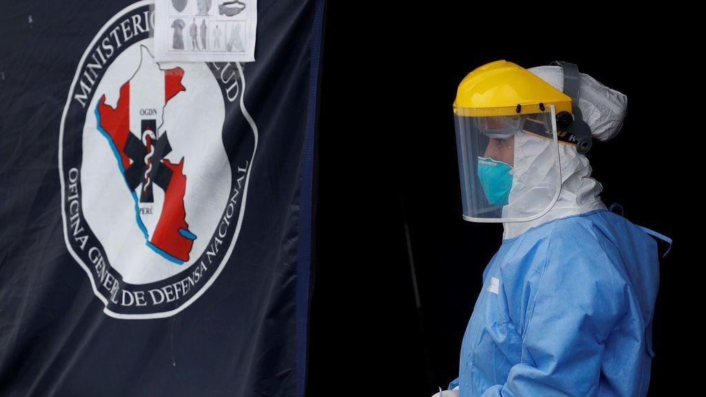 Perú lucha por atender una gran escalada de casos de COVID-19