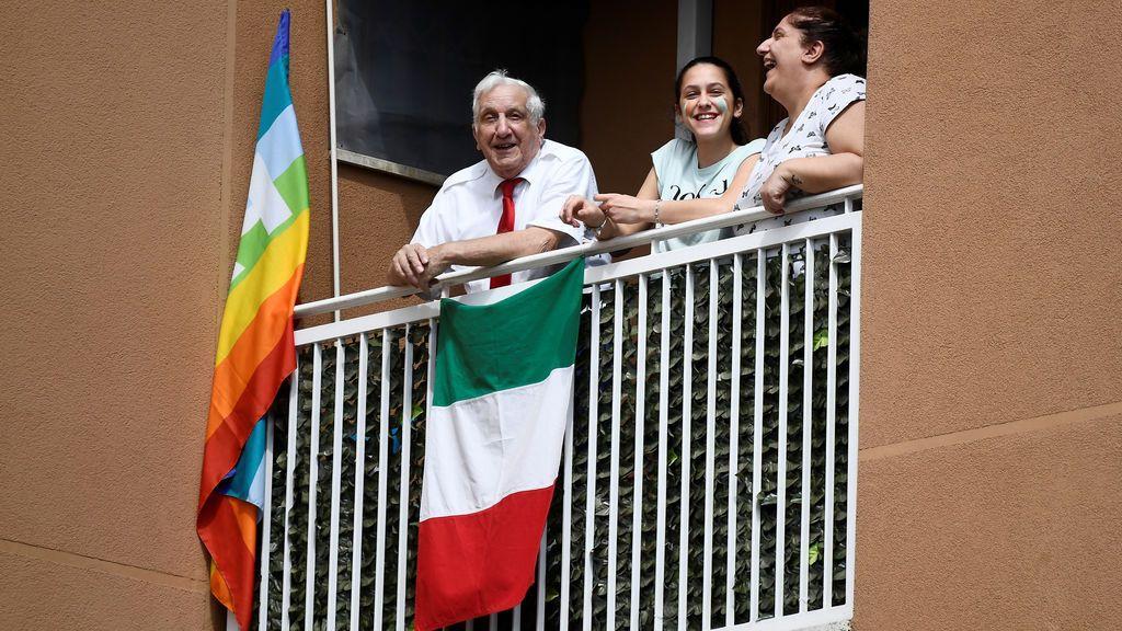 Banderas italianas en los balcones