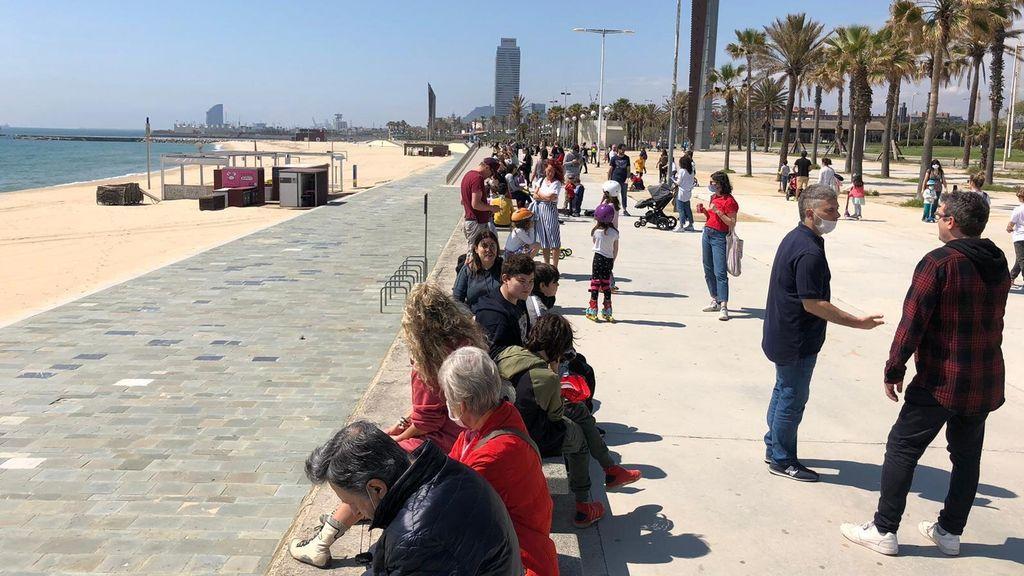 Niños en el puerto de Barcelona