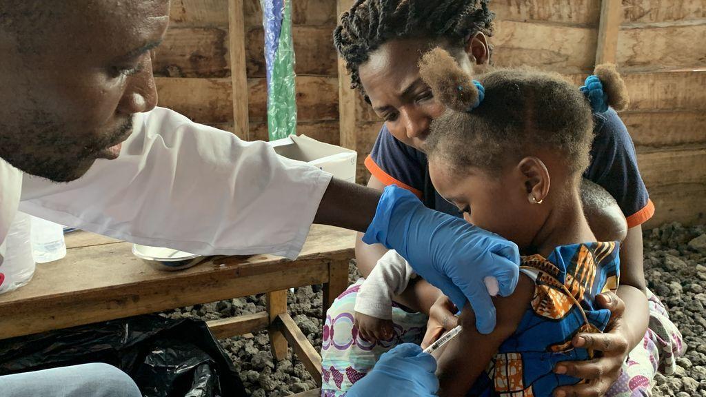 EuropaPress_2578130_vacunacion_contra_sarampion_republica_democratica_congo