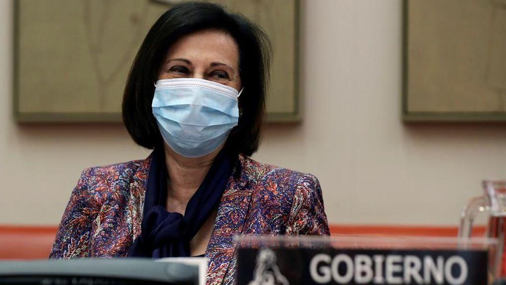 La ministra de Defensa, Margarita Robles, con mascarilla en el Congreso