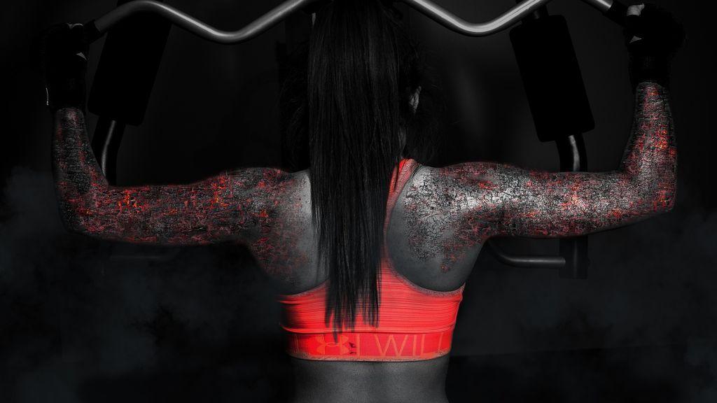 persona realizando estiramientos para evitar las contracturas musculares