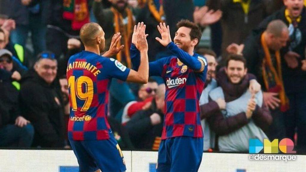 Braithwaite y Messi celebran un gol de Barcelona