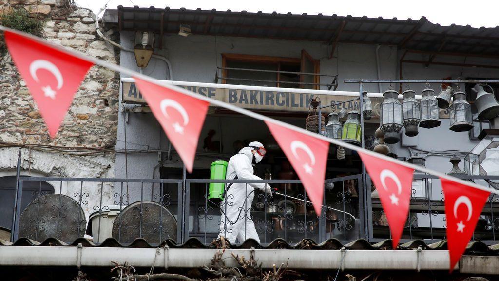 La Policía turca mata a un refugiado de 17 años que se saltó el confinamiento