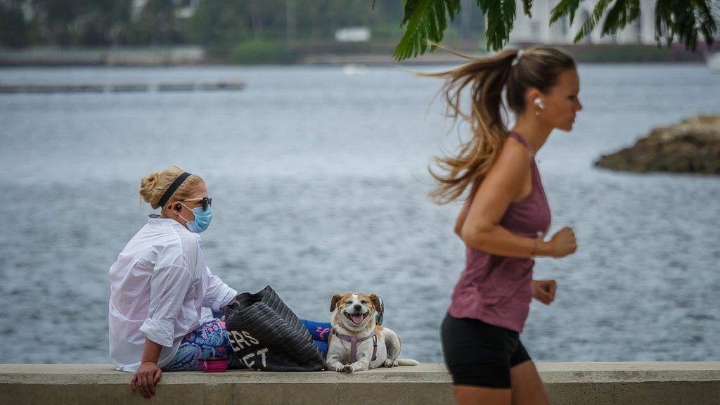 Sanidad recomienda ampliar más de metro y medio la distancia entre deportistas a partir del sábado