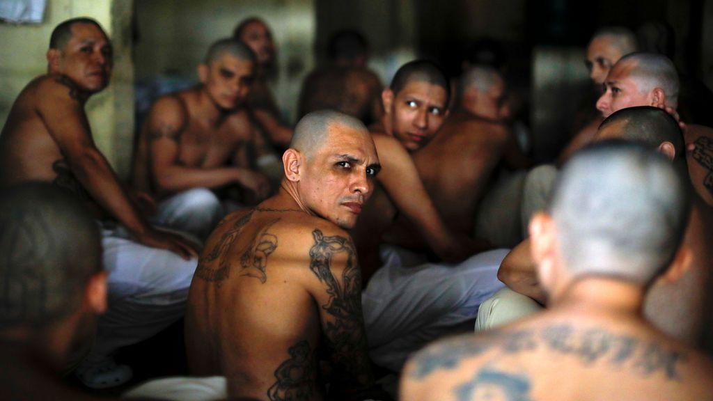 El Salvador sella las celdas de los pandilleros