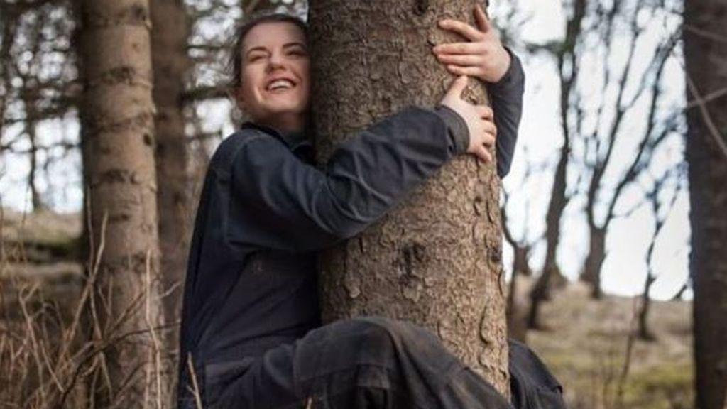 Abrazar árboles en lugar de personas: la recomendación de Islandia para llevar mejor el aislamiento