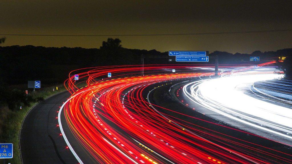 Faros xenón o led, entre las opciones para las luces de los coches