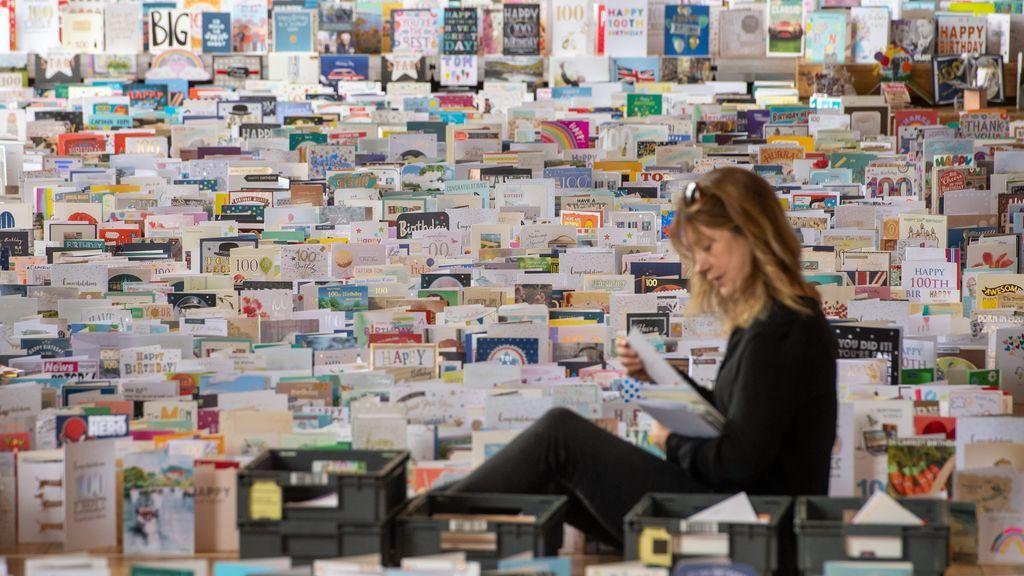 El héroe británico del coronavirus Tom Moore recibe 120.000 tarjetas para festejar sus 100 años