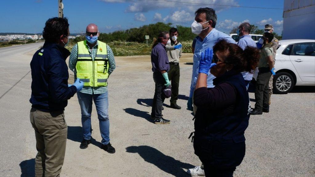 Administración y ecologistas esta mañana en la zona