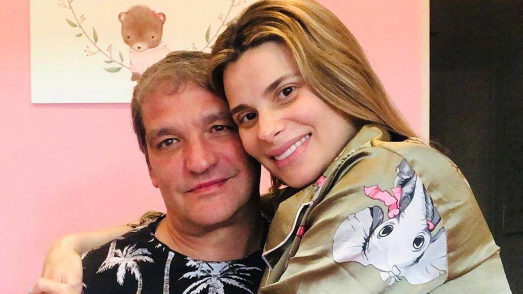 María Lapiedra y Gustavo González enseñan la cara de su bebé