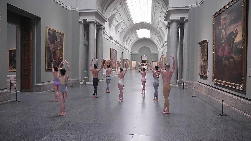 Danza en el interior del Museo del Prado