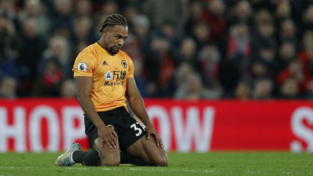 Adama Traoré jugando un partido de los Wolves en la Premier League