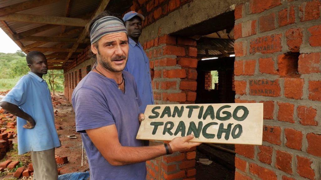 El homenaje de 'Mzungu' al cámara fallecido Santi Trancho