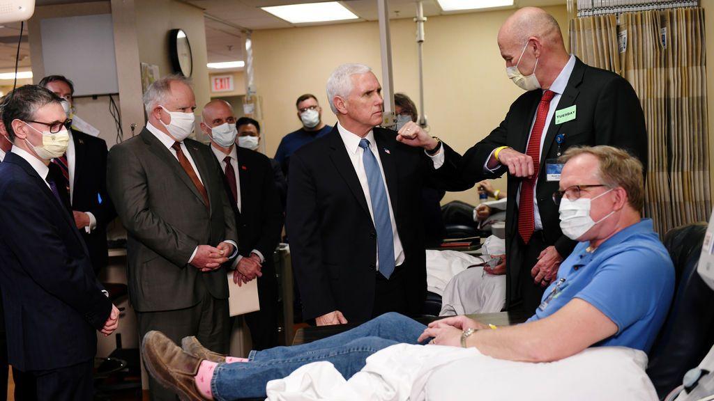 El vicepresidente de EEUU: sin mascarilla en un hospital con pacientes de COVID-19