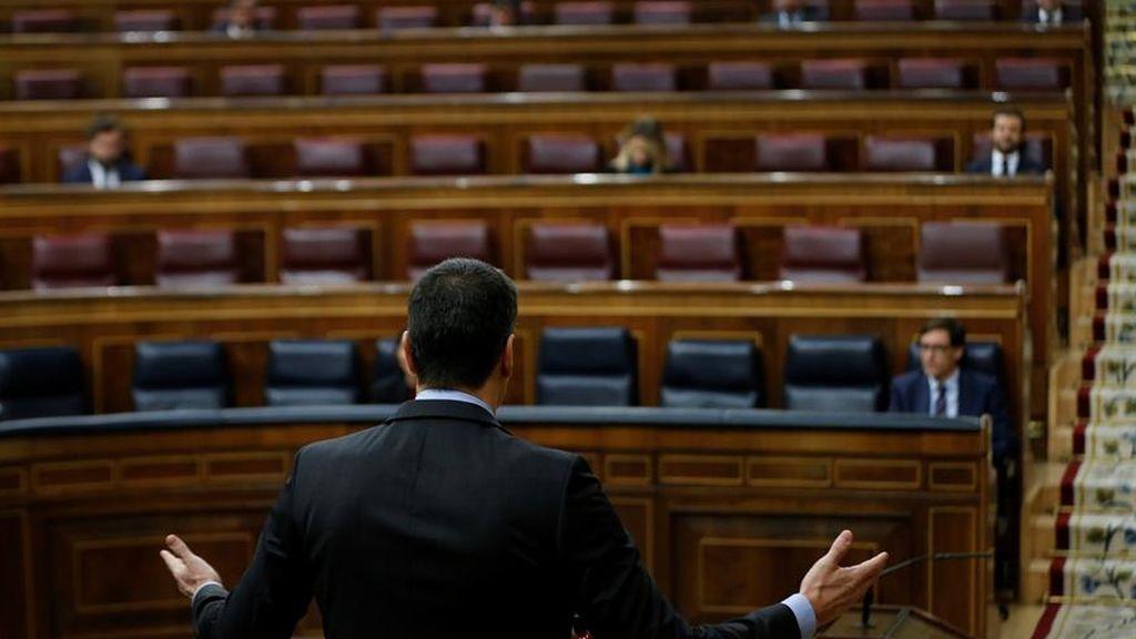 Sánchez pide a Casado que deje su intransigencia y el líder del PP le acusa de mentir