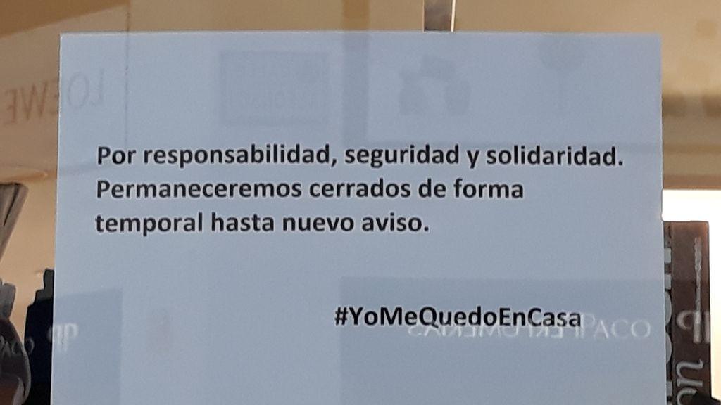 """""""Cerrado por motivos obvios"""" o """"hasta ni idea"""": los carteles de los comercios por el coronavirus"""