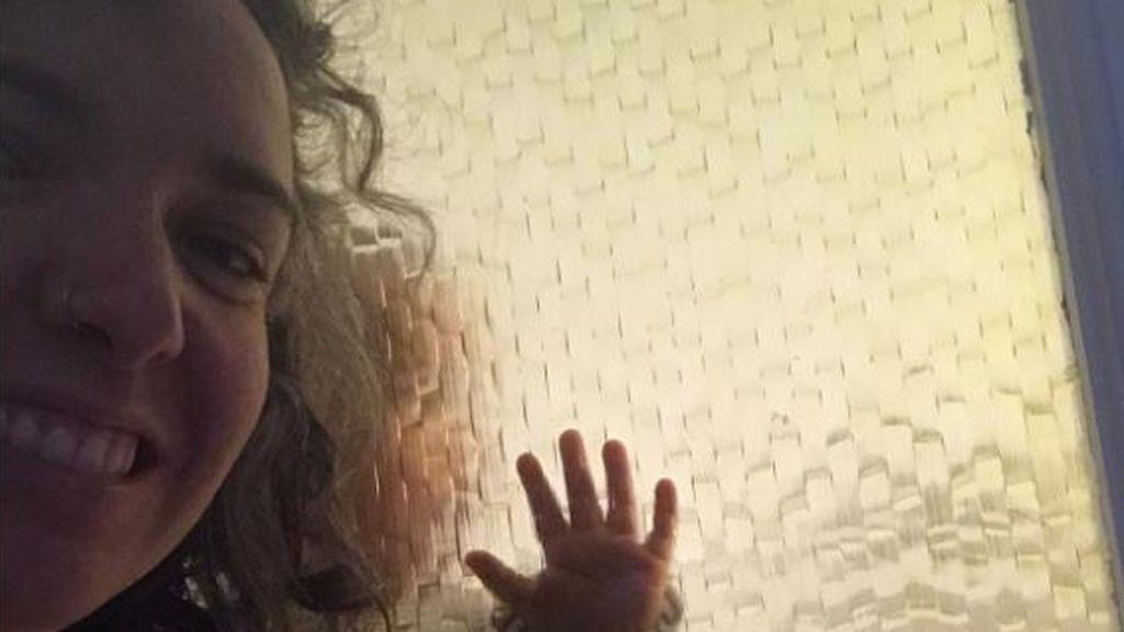 Mayra aislada en su habitación