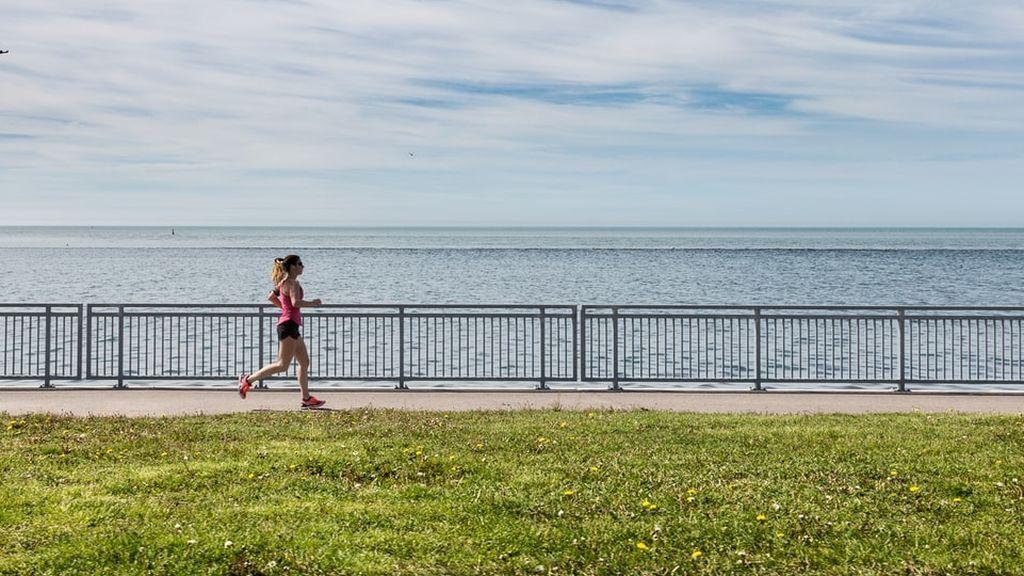 Hacer deporte tras mes y medio a 30ºC: la Aemet advierte de la radiación