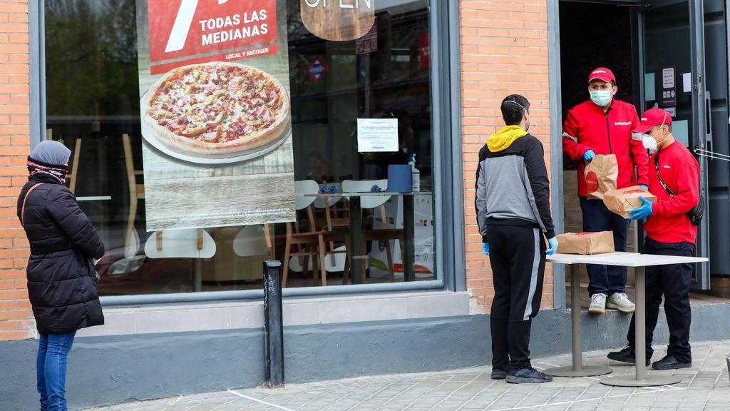 11.500 escolares madrileños seguirán comiendo el menú de pizza y sandwich de Ayuso hasta final de curso